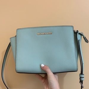 MICHAEL KORS CROSSBODY BLUE BAG -BARELY USED